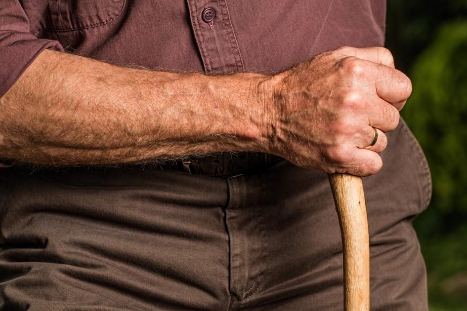 Dôchodkový vek a dôchodky. Žijeme dlhšie.