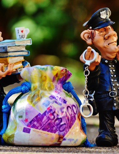 Podvodníci, tešte sa. Okrádať ľudí cez poistné zmluvy je na Slovensku beztrestné!