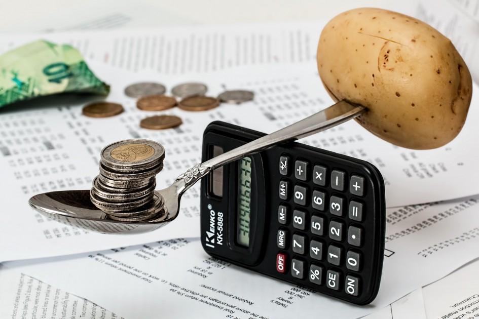 Ministerstvo financií ide chrániť zisk finančných inštitúcií a poškodiť spotrebiteľov